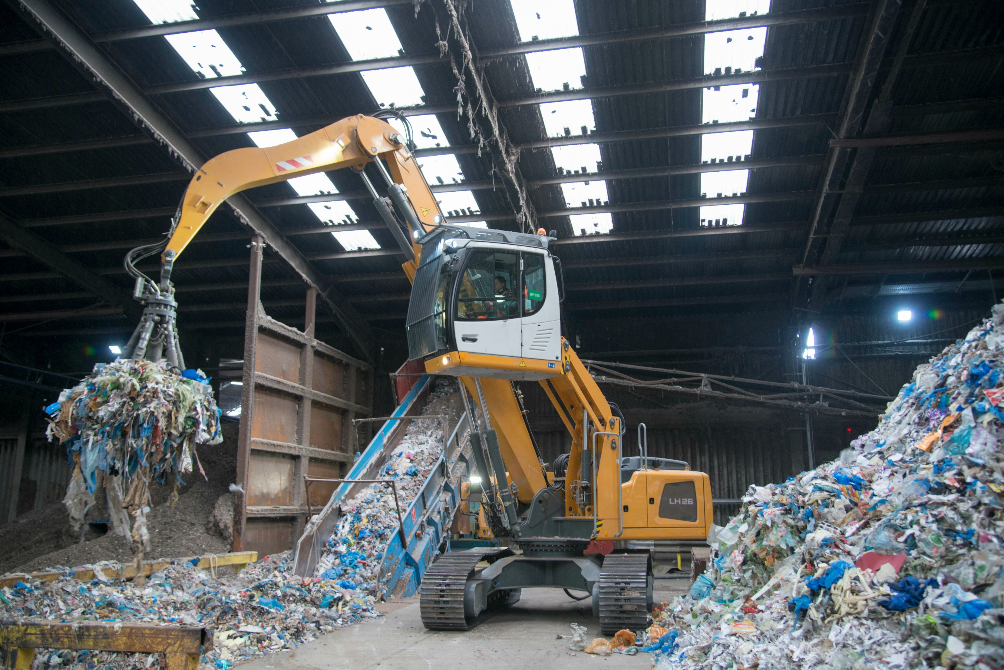 Mid-UK order seven electric LH 26 machines