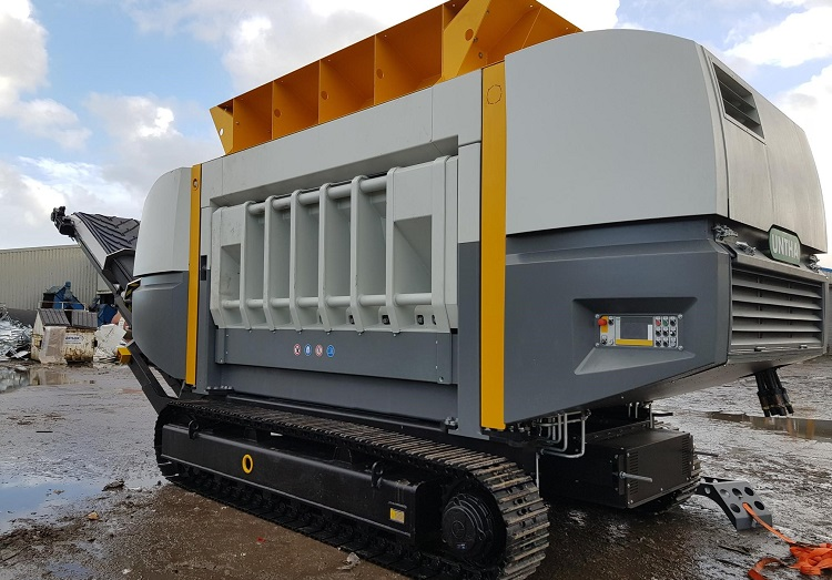 Mobile shredder transforms Crapper & Sons' biomass operation