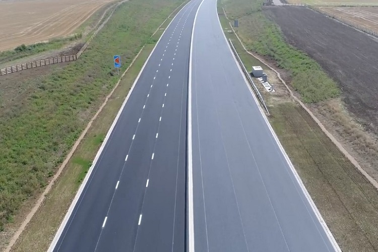 Aggregate Industries lays landmark millionth tonne on A14 project
