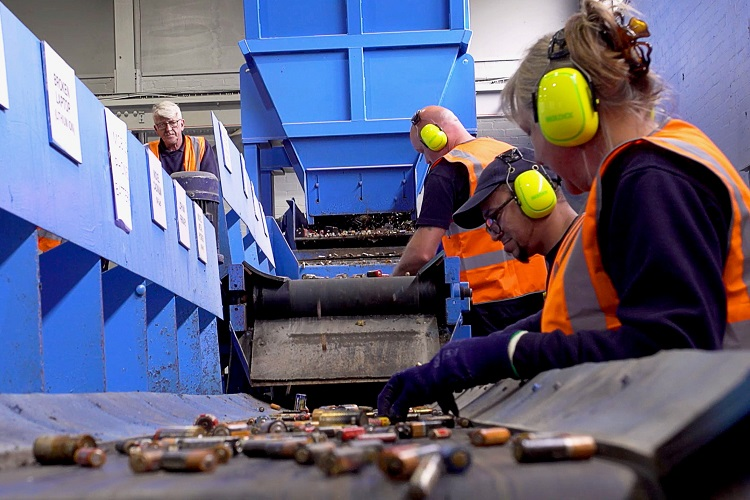 Regulator approves UK's first recycling plant for household batteries